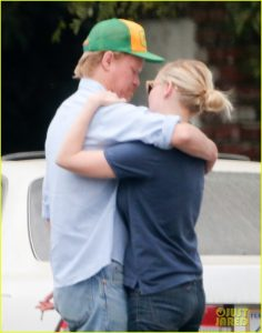 52180200 Kirsten Dunst was spotted leaving her house with her new boyfriend Jesse Plemons. The two went to eat lunch in Los Angeles. Afterwards they went and checked out a house and hugged at the end! FameFlynet, Inc - Beverly Hills, CA, USA - +1 (310) 505-9876