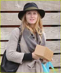 leighton-meester-is-in-great-spirits-during-latest-sighting-02