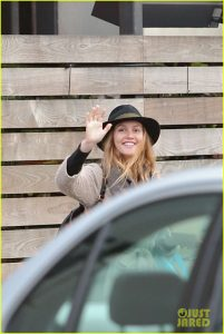 leighton-meester-is-in-great-spirits-during-latest-sighting-03
