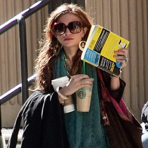 mary-kate-olsen-and-starbucks-gallery