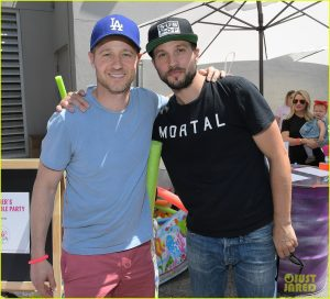 ben-mckenzie-autum-reeser-have-mini-oc-reunion-at-zimmer-childrens-museum-funraiser-16